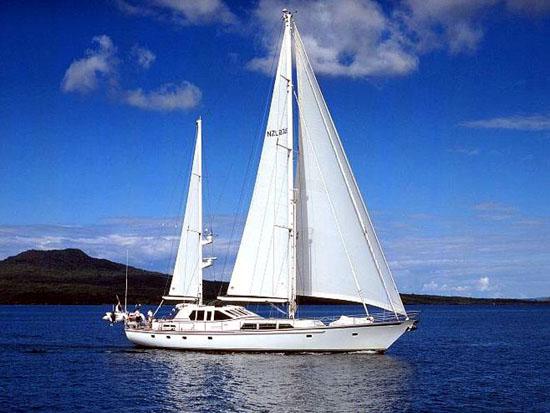 sailing-yacht-